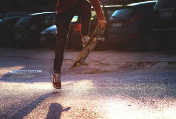 Sport estremo, skateboard, gioia, divertimento, strada