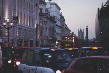 Autobus, traffico, auto, taxi, centro, sera,
