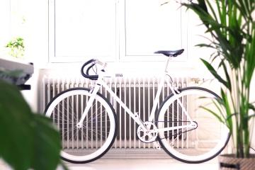 cykel, minimal design, vit, interiör