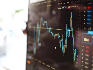 Фондовий ринок, графіка, портативний комп'ютер