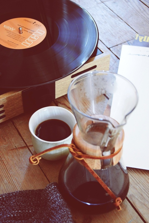 vinyl player, coffee cup, coffee, desk