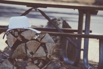 шапка, дърва за огрев, здрач, обект