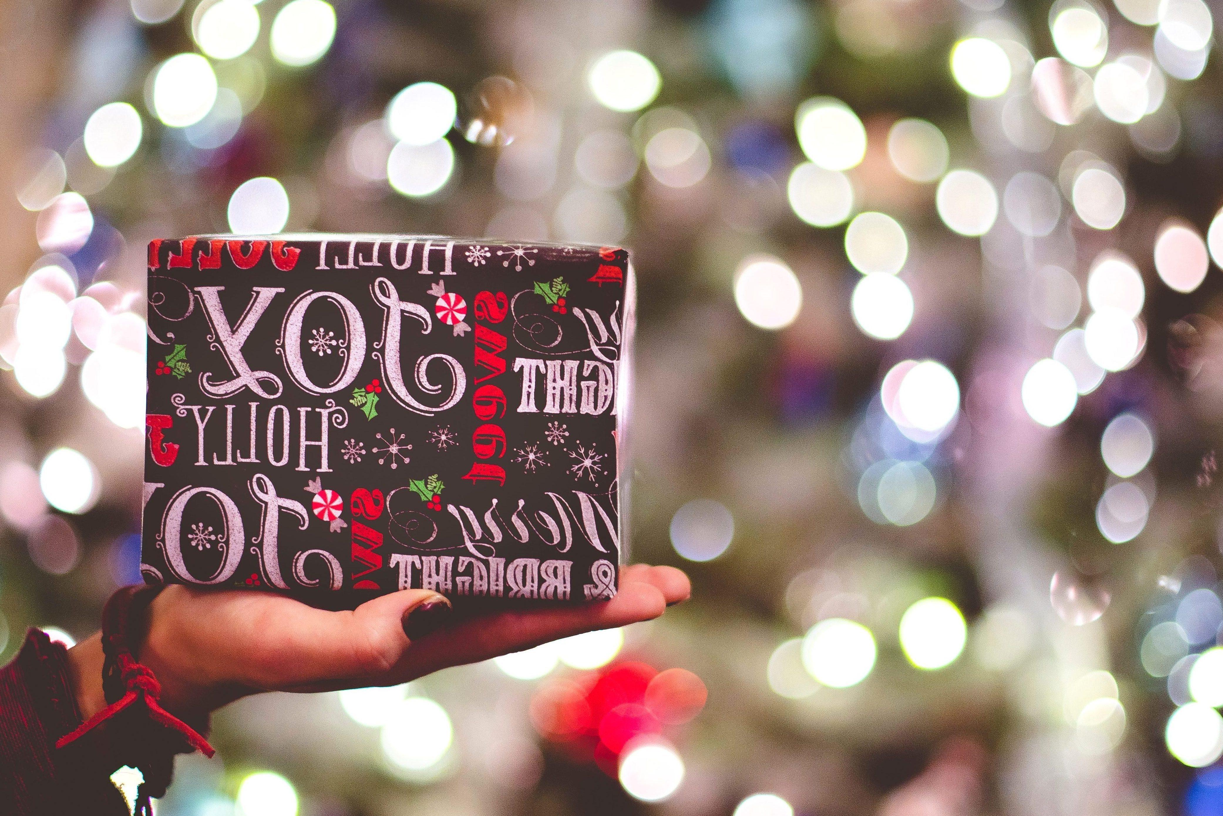 Kostenlose Bild: Geschenk, Hand, bunt, Feier, Weihnachten, Dekoration,  Feier, Urlaub