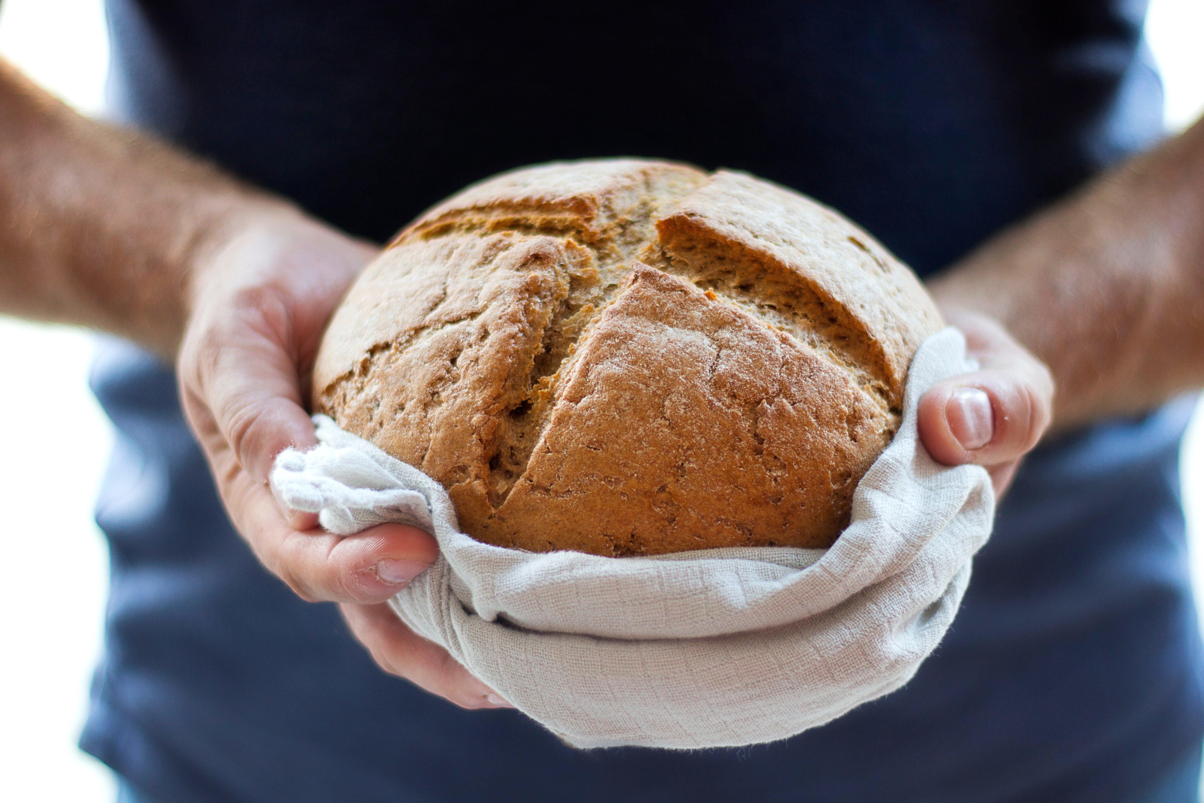 В целом, если вам приснился хлеб, сонник говорит, что это признак богатства, прибыли и даже роскошной жизни.