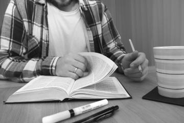 教育、本、テーブル、学校、研究、デスク、男