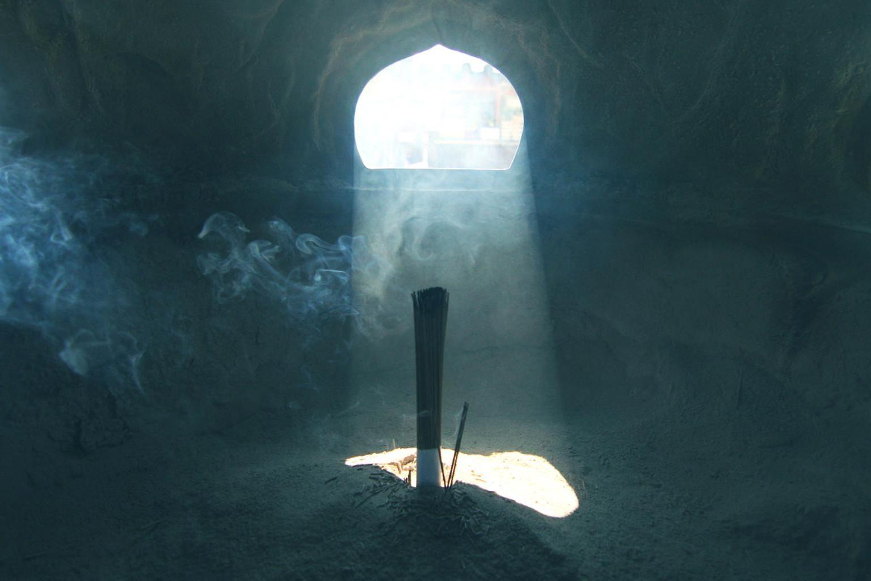 Free picture: incense, smoke, cave, light, religion, dark
