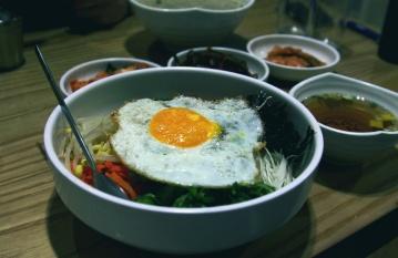 food, dish, bowl, lunch, soup, egg, meal, dinner, nutriment