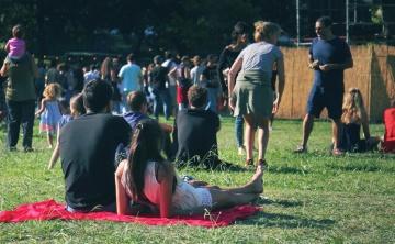 ljudi, rekreacija, čovjek, žena, gužva, travnjaka, trava