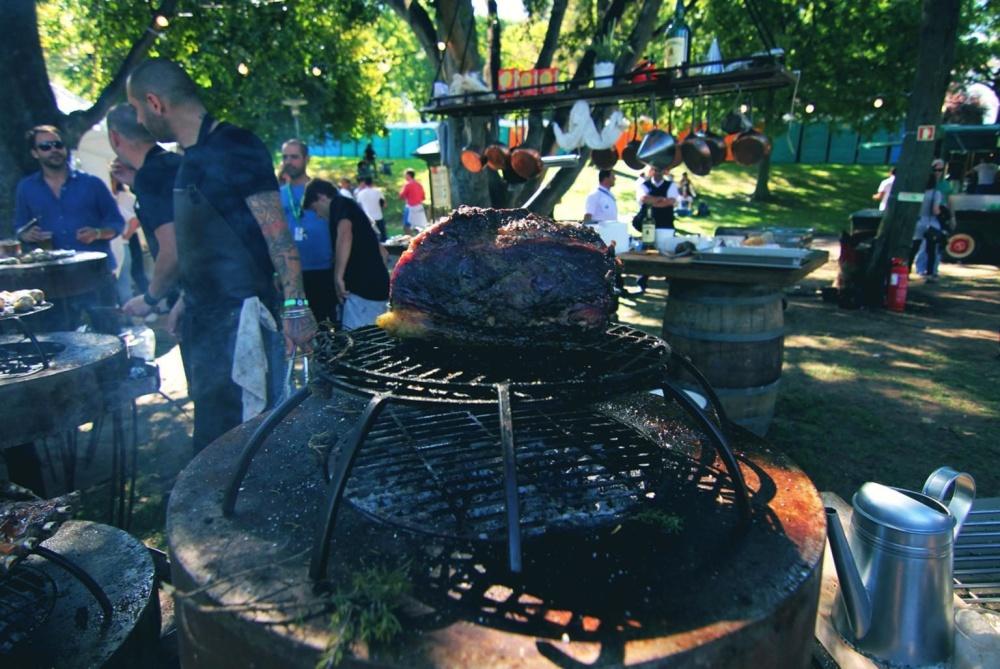 ljudi, čovječe, festival, roštilj, bodljikava žica, meso, sirovo meso, gužva