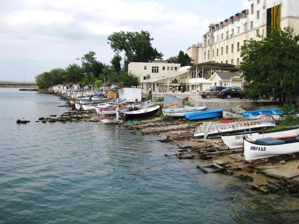 water, boat, seashore, sea, watercraft, harbour, city, travel, tourism