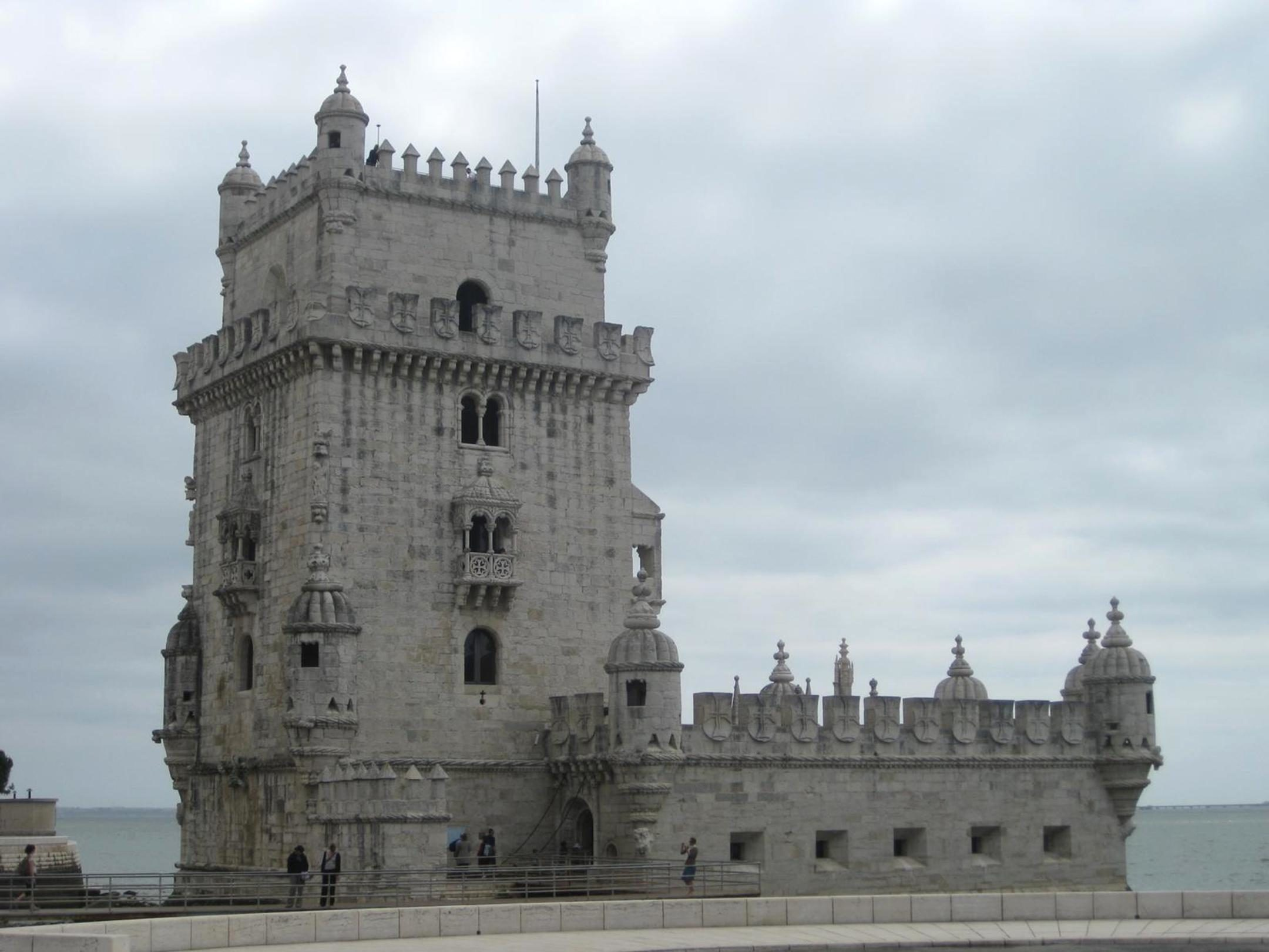 Gothic castles: a photo of medieval architecture in the Gothic style 38