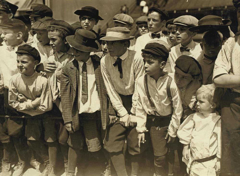ขาวดำ คน เด็ก เด็ก ชาย ฝูงชน ย้อนยุค ประวัติ ภาพ เก่า วัยเด็ก