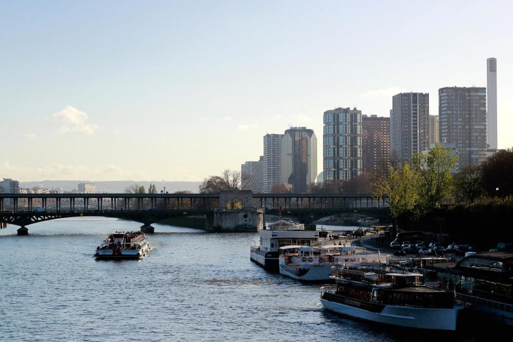 Céntrico, puente, metrópoli, nave, ciudad, agua, río, arquitectura, frente al mar, puerto deportivo
