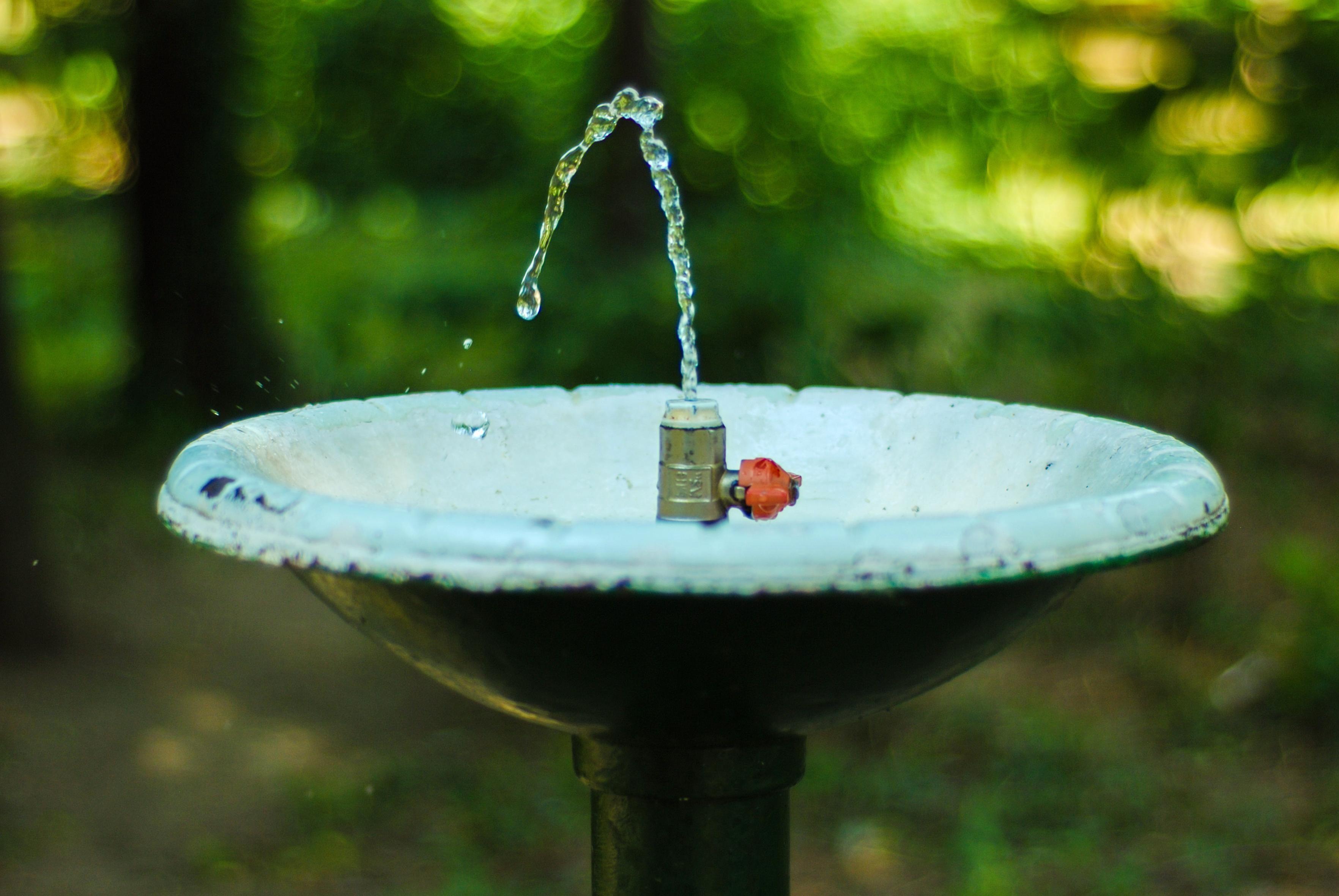 Fuente de agua finest diseos de fuentes de agua para for Fuentes de jardin de segunda mano