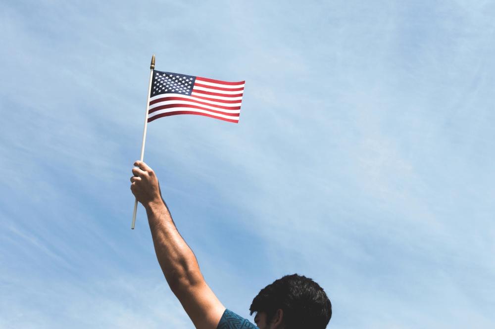 zastava, patriotizam, čovjeka, ruku, plavo nebo, ponos