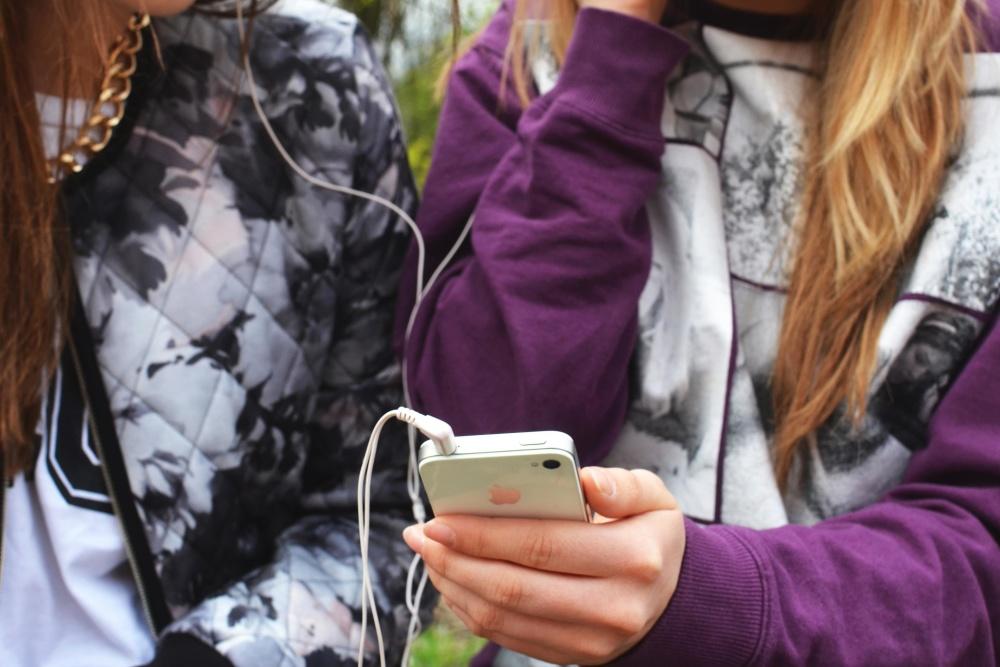 fashion, cloth, woman, pretty girl, modern, mobile phone, internet, technology, women