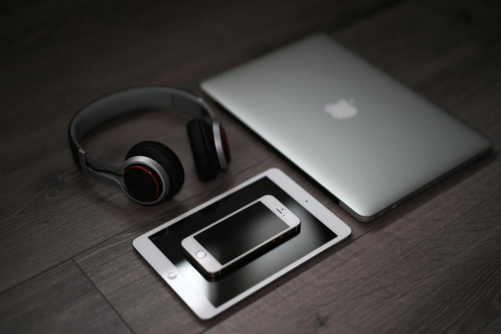 Tecnología, ordenador portátil, teléfono móvil, teléfono, auriculares, oscuro