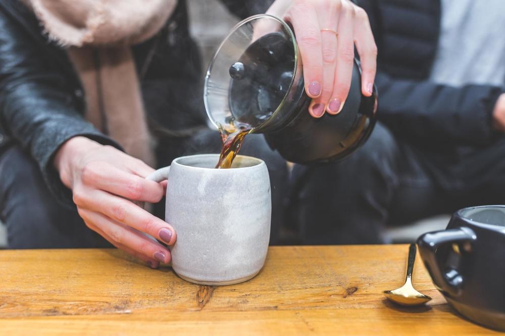 Café, gens, tasse, boisson, tasse, bureau, femme, main, intérieur, restaurant