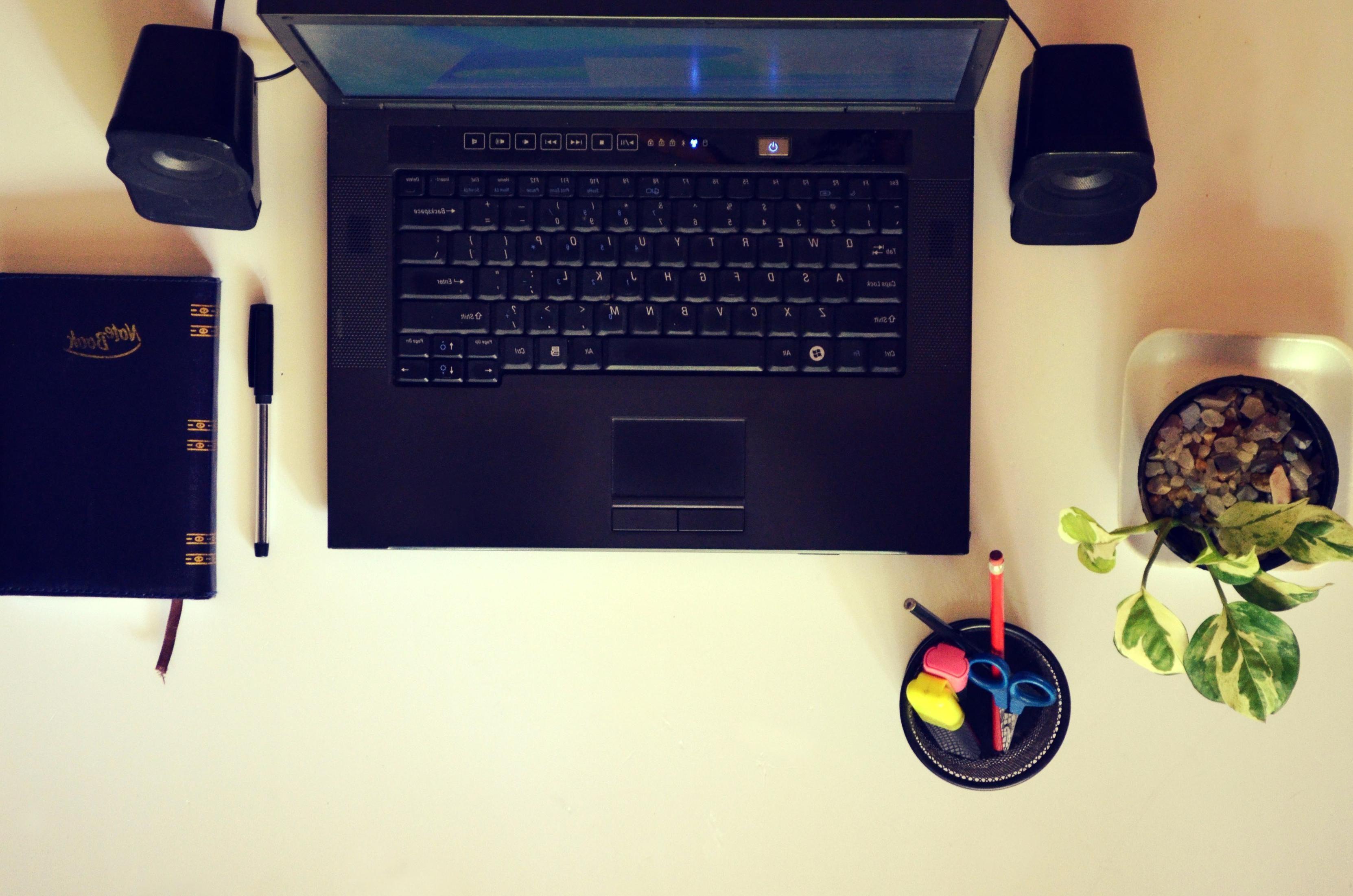 Petit bureau gain de place modèles pour votre ordinateur