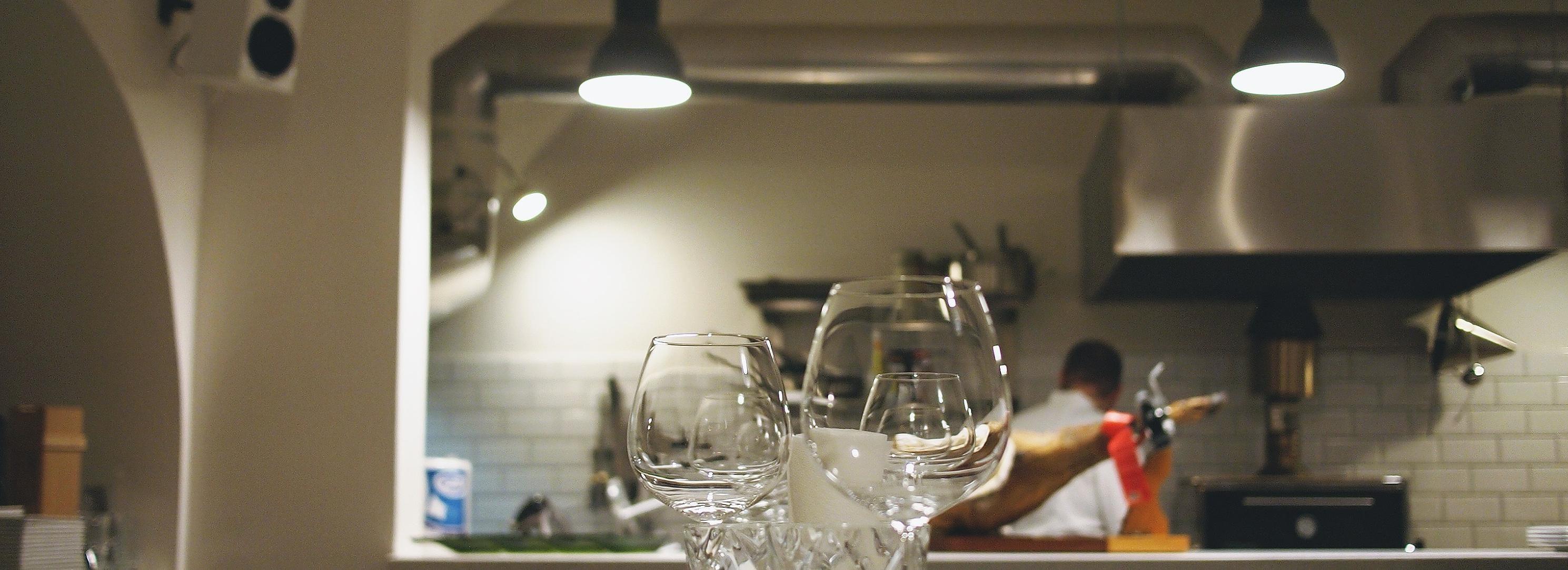 Imagen gratis: Cocina, utensilios de cocina, cristal, muebles ...