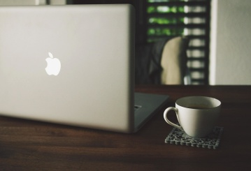 bærbar datamaskin, kaffe, skrivebord, kontor, rom, krus