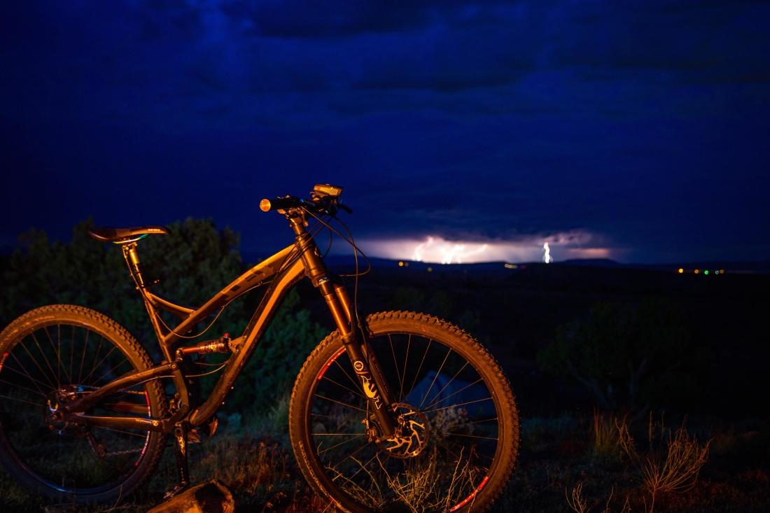 mountain bike, wheel, sunset, bicycle, night, vehicle, sky, light, landscape