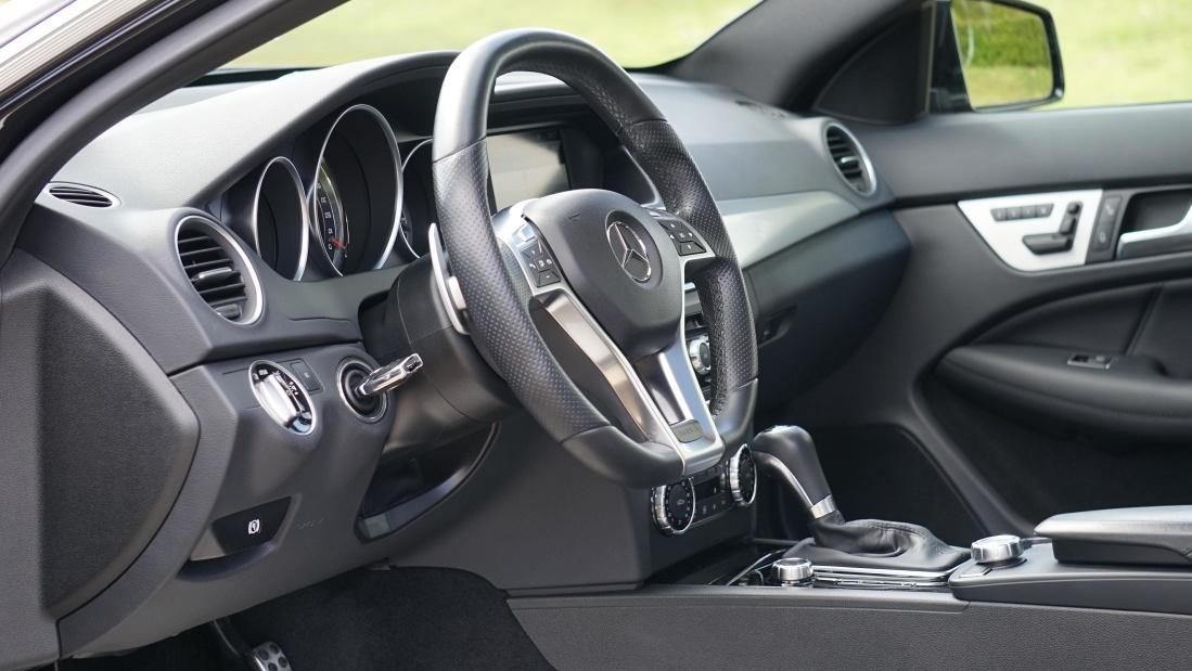 Image libre voiture v hicule voiture tableau de bord for Interieur de voiture