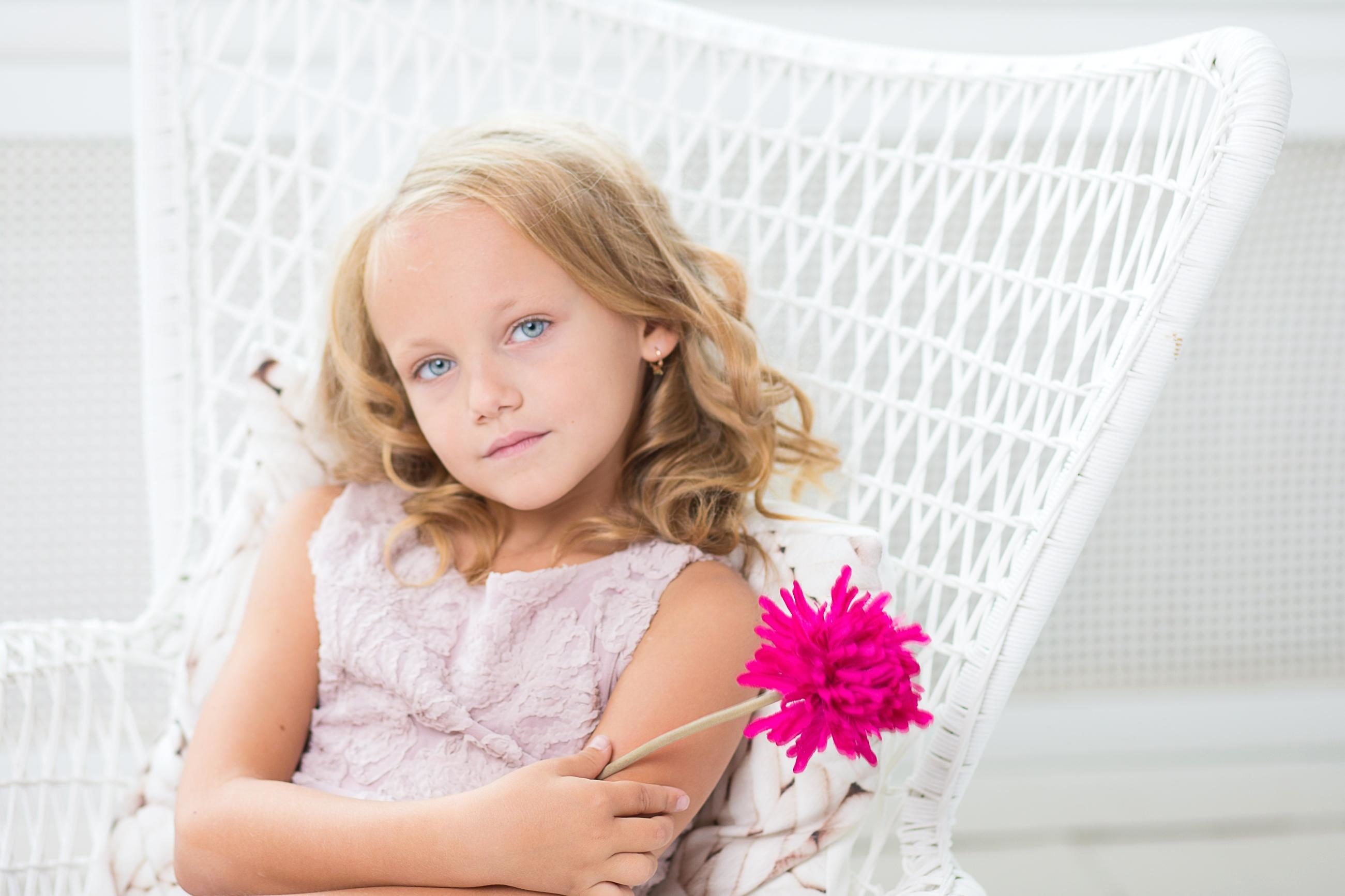 free picture  girl  portrait  room  child  beautiful