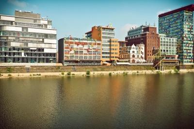 air, kota, arsitektur, sungai, langit, refleksi, waterfront, perkotaan, kota