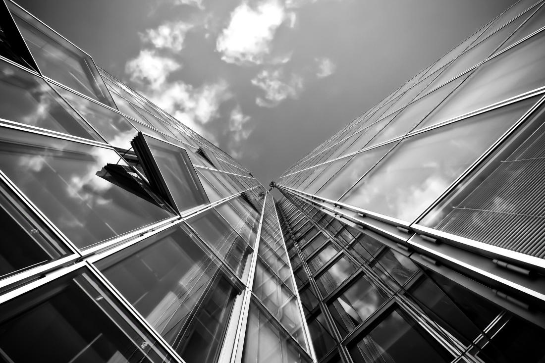 monocromo, arquitectura urbana, ciudad, cielo moderno, reflexión,