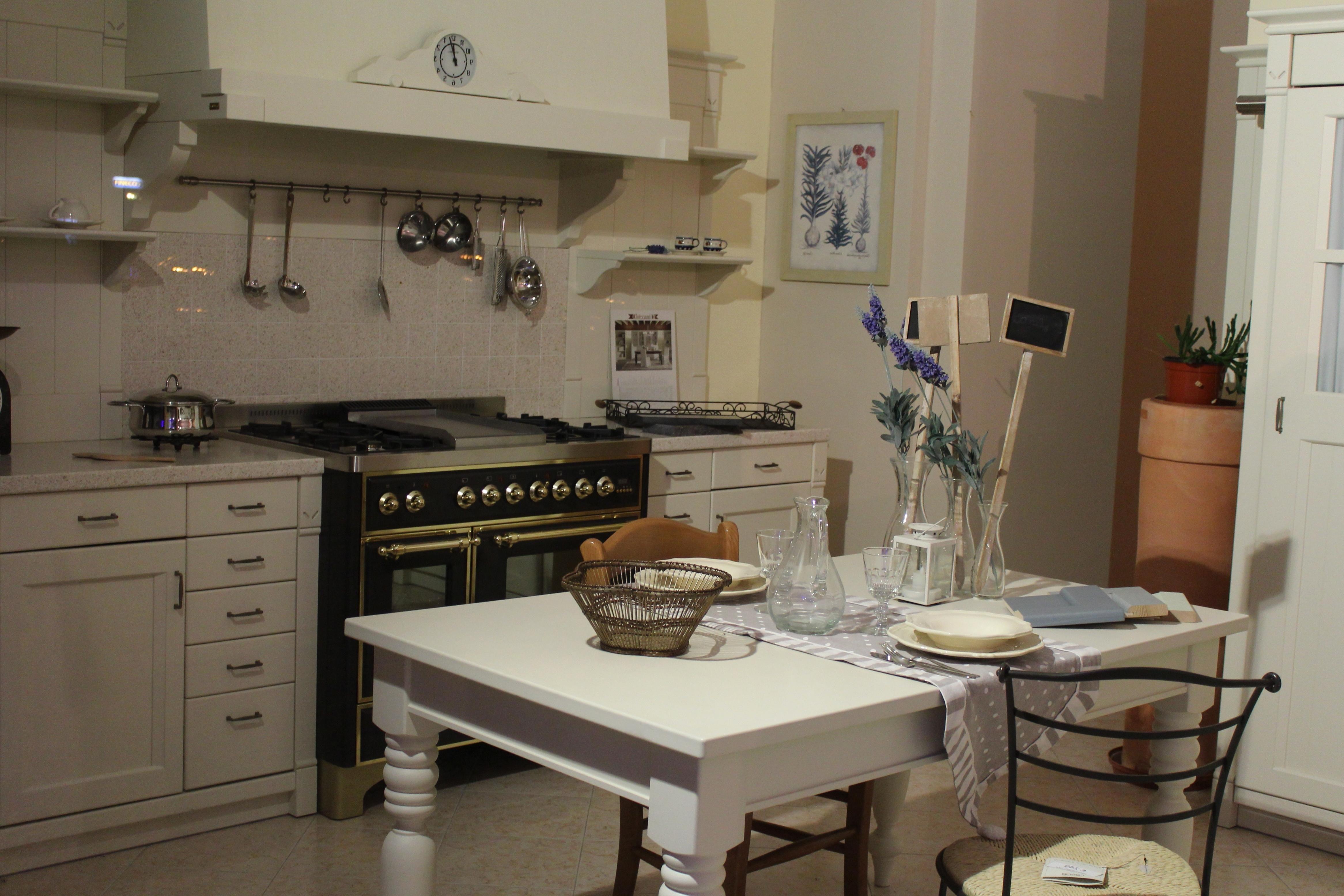Kostenlose Bild: Zimmer, Möbel, Indoor, Tisch, Haus, Schrank, Stuhl ...