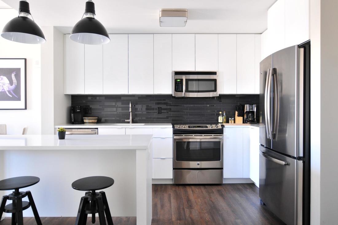 실내, 현대, 스토브, 냉장고, 가구, 방, 부엌 오븐