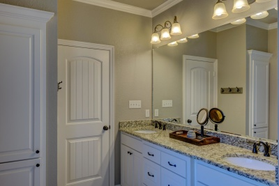 部屋、家、室内の家具、家、キャビネット、バスルーム、現代