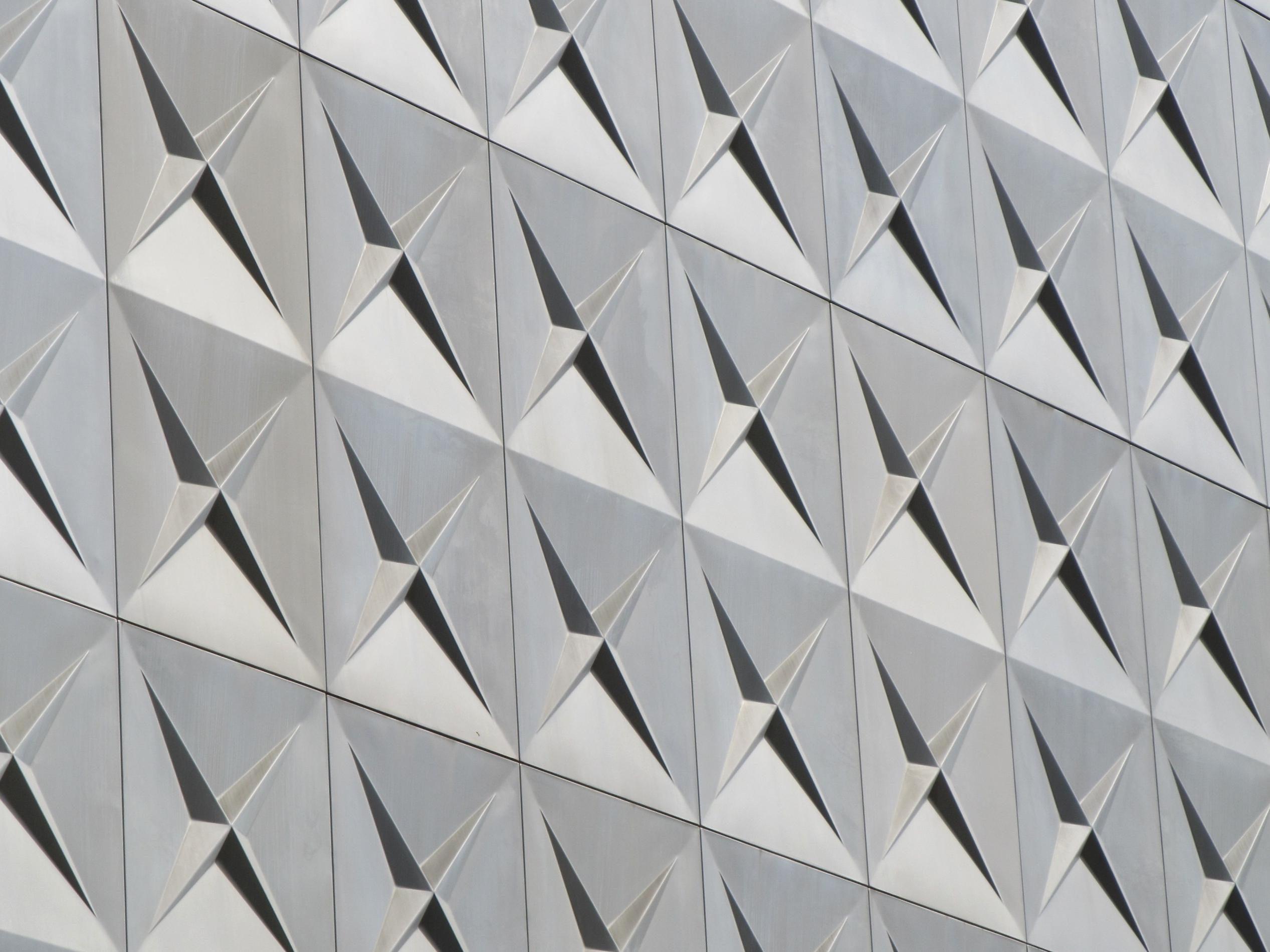 Behang Met Patroon : Gratis afbeelding: geometrische driehoek staal patroon behang