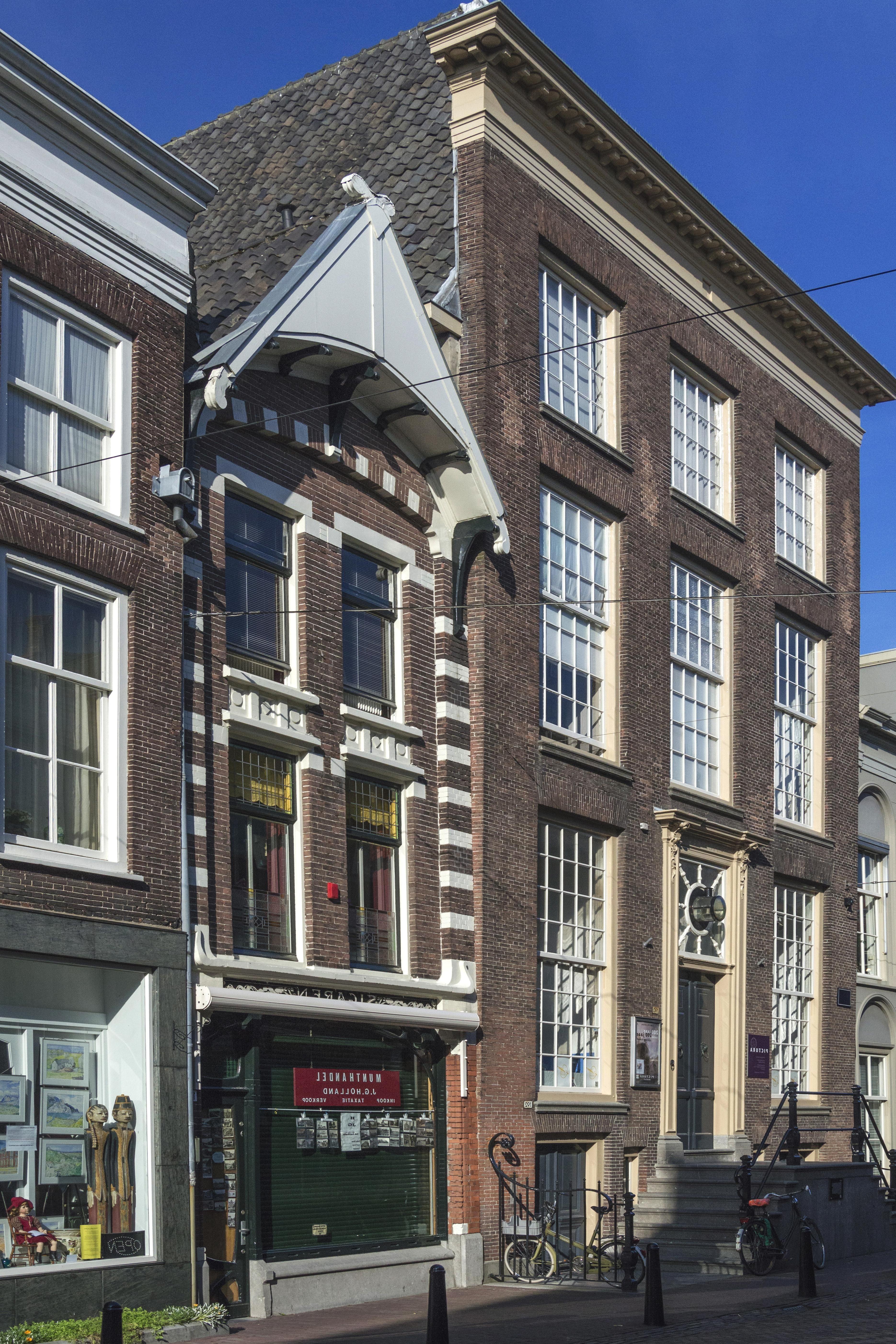 image libre architecture maison rue ville appartement urbain ext rieur fen tre. Black Bedroom Furniture Sets. Home Design Ideas