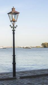 eau, lanterne, lampe, ciel, route, mer, mer, lumière du jour