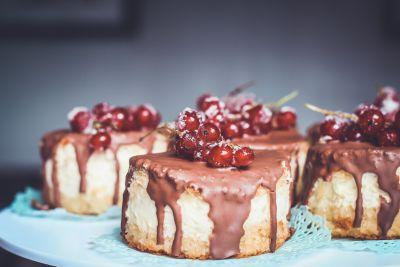 chocolate, cake, sweet, cream, fruit, sugar, pie, berry, food