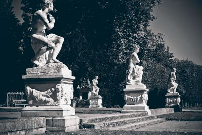 statue, sculpture, people, architecture, structure, fountain, exterior, monochrome