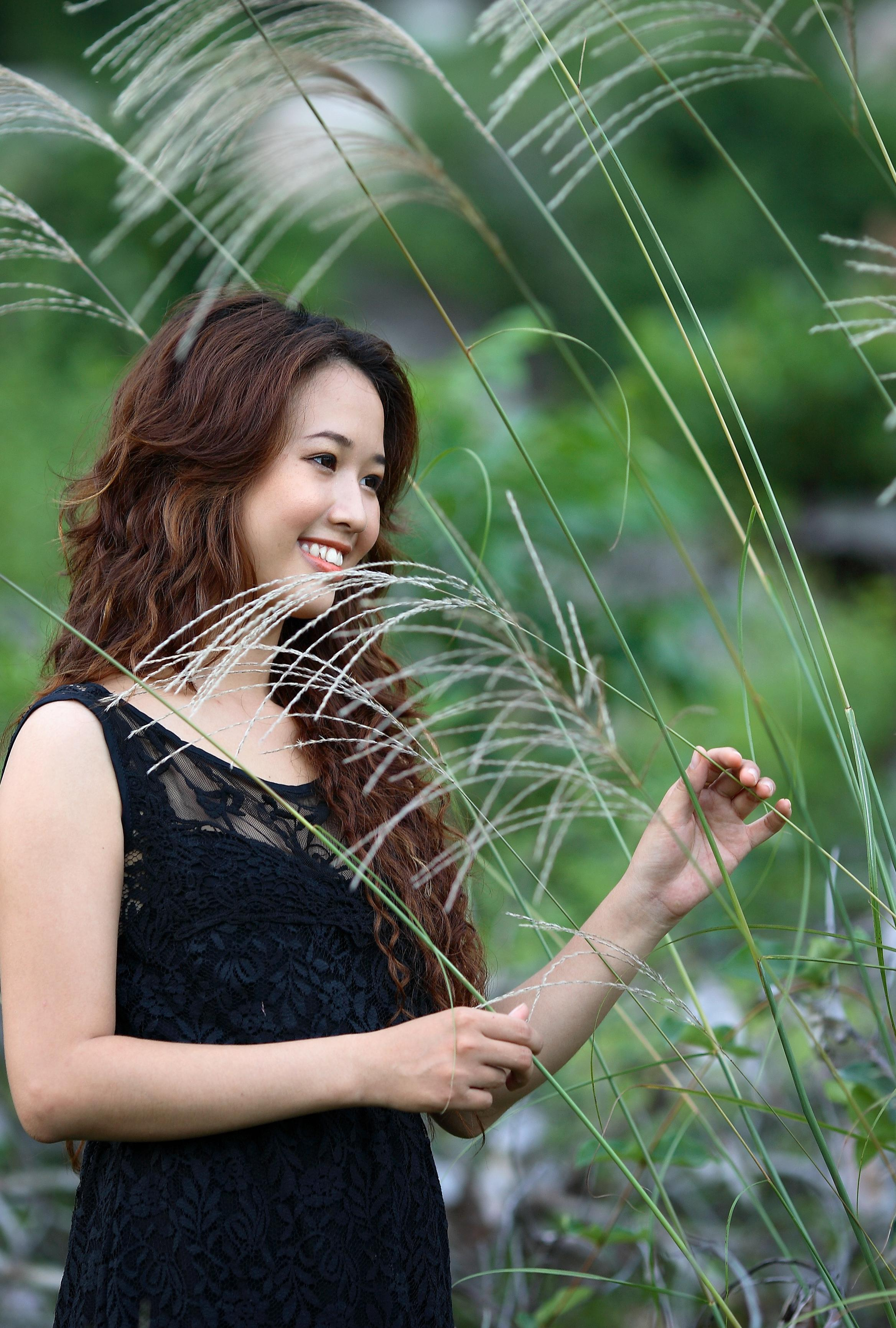 Free Picture Nature Grass Pretty Girl Garden Beautiful Woman Summer Portrait Smile