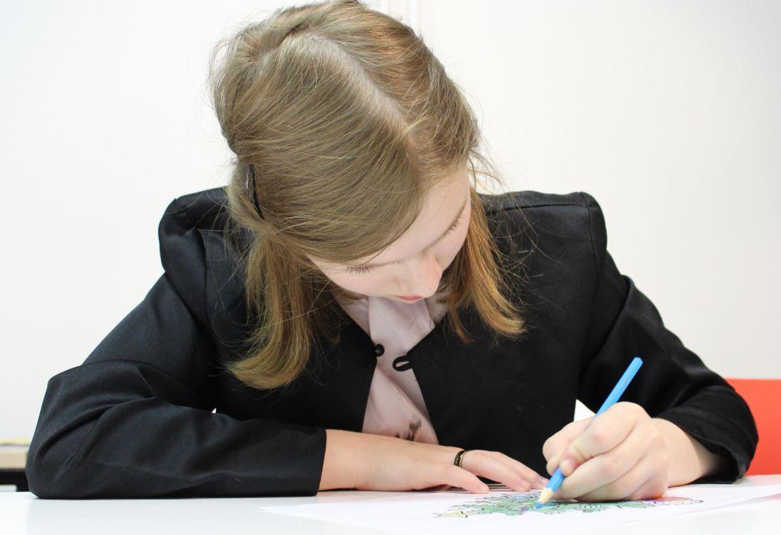 dítě, domácí úkoly, vzdělání, hezká holka, tužka, papír, lidé, osoba