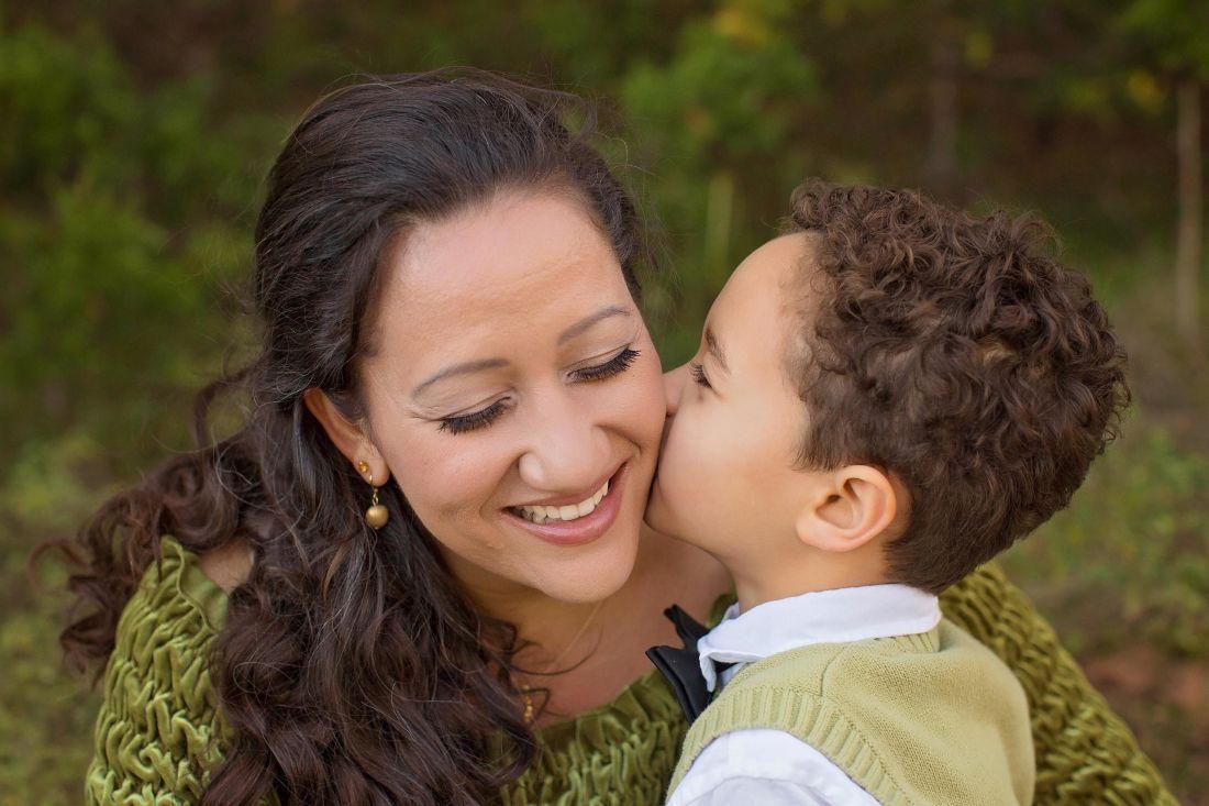 enfant, camaraderie, affection, mère, fils, sourire, portrait, femme, embrasser, ensemble
