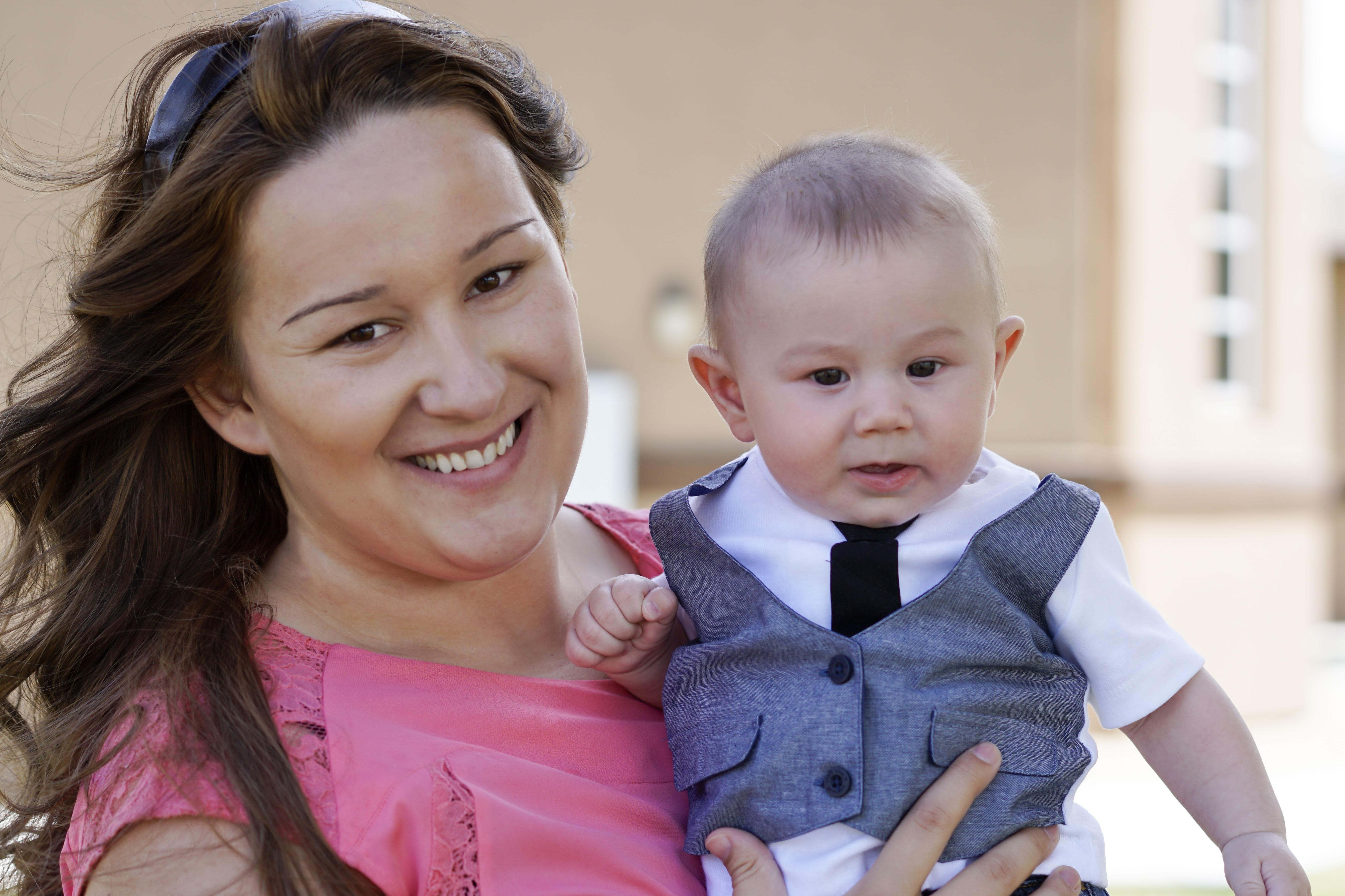Fotoshooting Nimmt Für Mutter Und Sohn Heiße Wendung