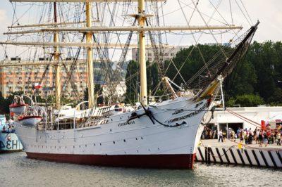 บริการเรือ เรือ เรือ ท่า เรือ ในเมือง น้ำ ทะเล แล่นเรือ เรือใบ