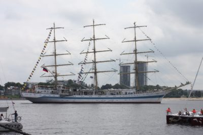 l'embarcation, navire, bateau, voile, voilier, véhicule, eau
