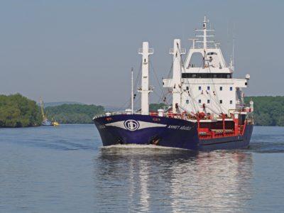 water, cargo ship, watercraft, river, vehicle, ship, sea, tugboat