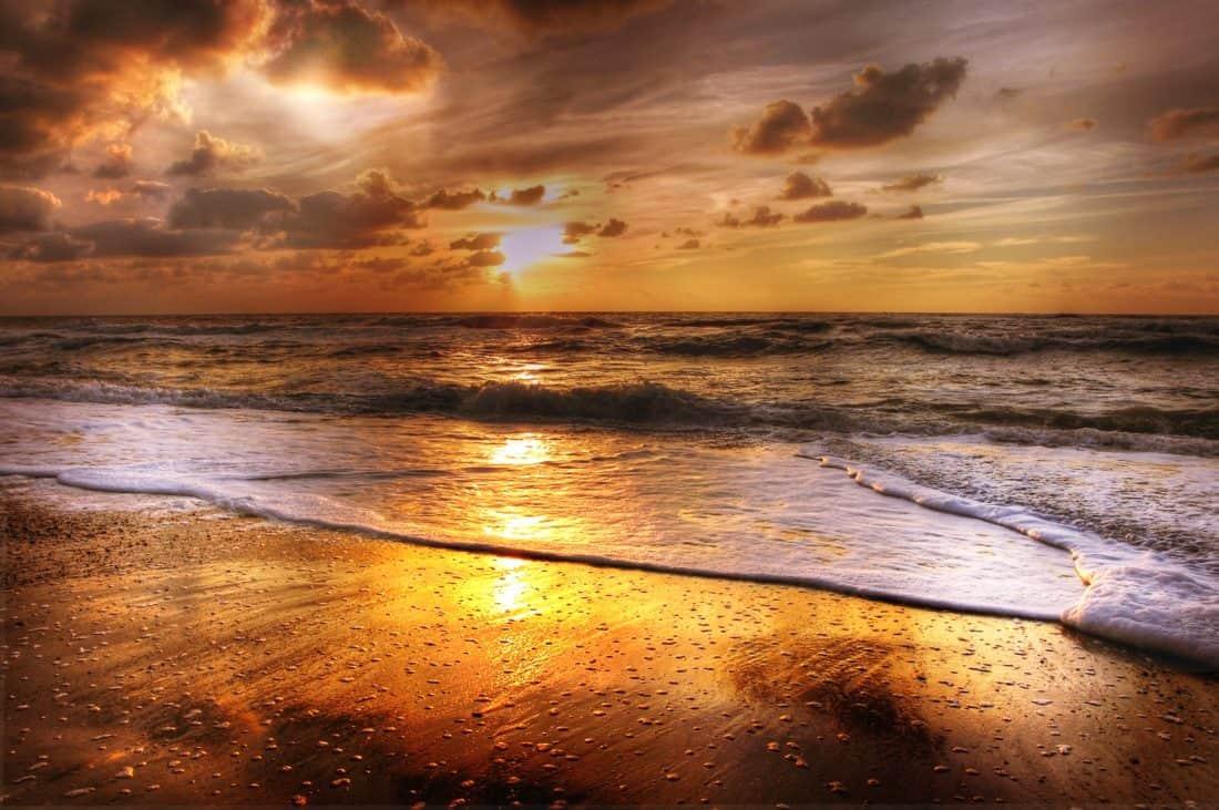 Gambar Gratis Matahari Terbit Sinar Matahari Awan Pantai