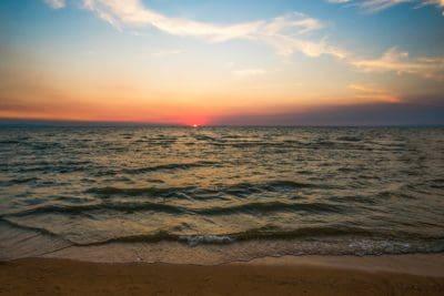 ηλιακό φως, Ανατολή, νερό, αυγή, παραλία, θάλασσα, σούρουπο, ωκεανό, ήλιο, ουρανό