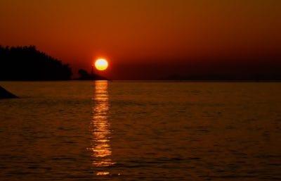 la lumière du soleil, lever de soleil, aube, eau, crépuscule, soleil, mer, plage, océan, ombre
