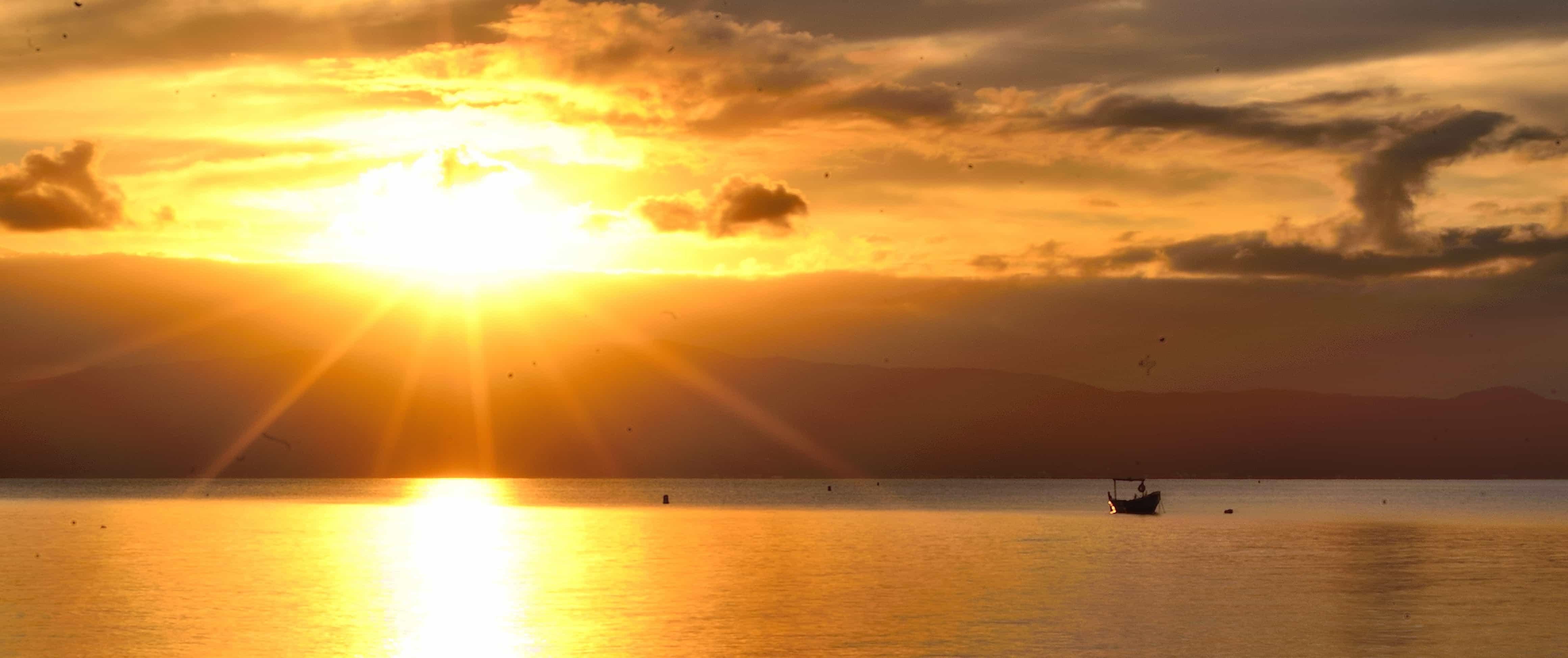 Foto gratis: sole, alba, alba, acqua, sole, mare, spiaggia ...