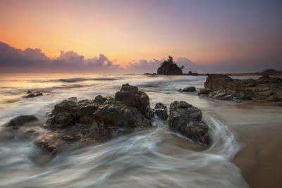 Ανατολή του ηλίου, σιλουέτα, πέτρα, νερό, ωκεανός, θάλασσα, παραλία, αυγή, σούρουπο, αιγιαλού